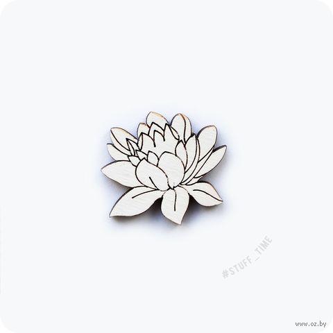 """Значок деревянный """"Белый лотос"""" (арт. 047) — фото, картинка"""