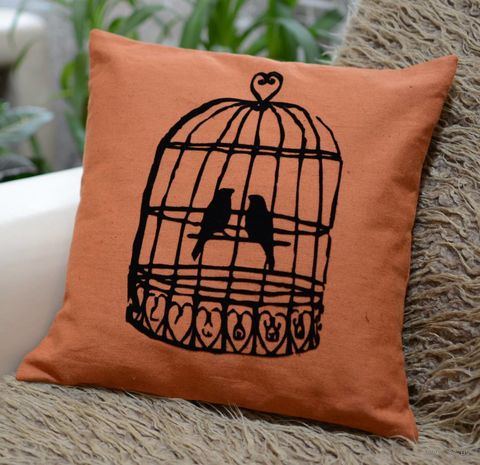 """Подушка """"Птички"""" (40x40 см; оранжевая) — фото, картинка"""