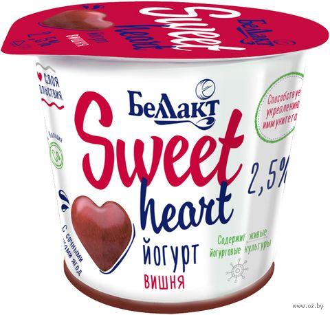 """Йогурт """"Sweet Heart. Вишня"""" (2,5%; 150 г) — фото, картинка"""
