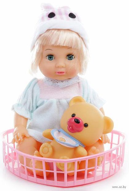 Кукла с игрушкой-пищалкой — фото, картинка