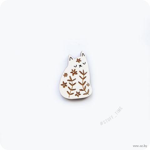 """Мини-брошка деревянная """"Котик в цветах"""" (арт. 215, белая) — фото, картинка"""