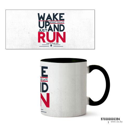 """Кружка """"Wake up and run"""" (черная) — фото, картинка"""